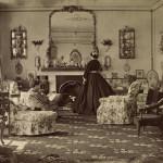 Escena no Salón en Boradlands. 1865. Gañou un premio na Asociación Fotográfica de Afeccionados